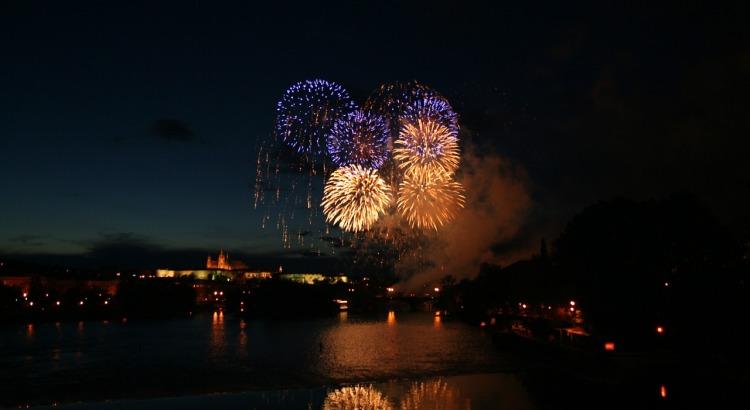 fireworks-500234_1280